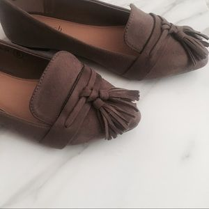 Shoes - 🌷SALE •LAST 2• TASSEL Taupe Loafers